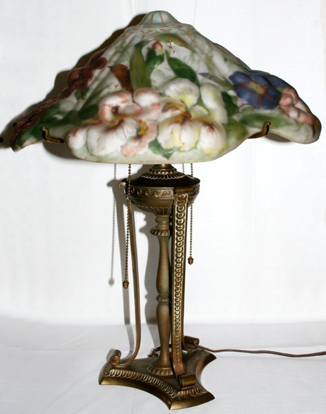 """110001: PAIRPOINT REVERSE PAINTED """"PUFFY"""" LAMP"""