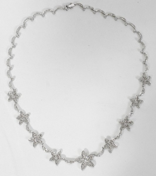 110010: DIAMOND & WHITE GOLD FLOWER STYLE NECKLACE