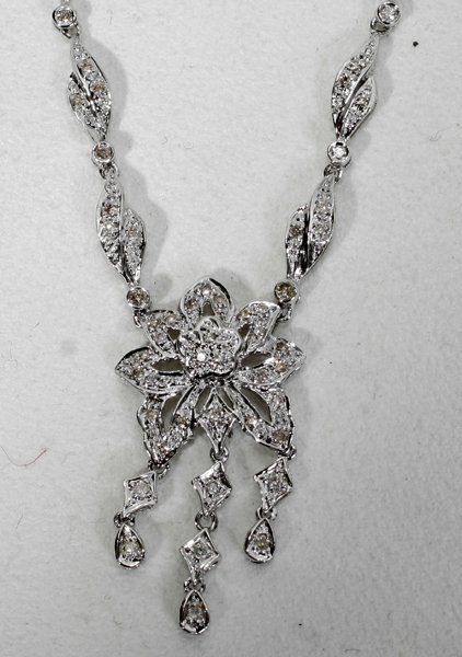 120002: 3 CT. T/W DIAMOND & 18 KT WHITE GOLD NECKLACE