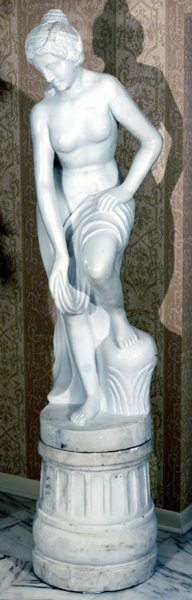 121004: CARRARA MARBLE FIGURE OF CLASSICAL STYLE NUDE