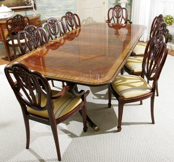 121019: BAKER COUNTRY ESTATE MAHOGANY DINING TABLE