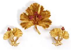 ITALIAN GOLD & RUBY BROOCH & PAIR OF EARCLIPS