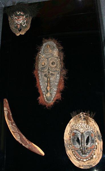 020020: OCEANIA CEREMONIAL MASKS, AUSTRALIAN BOOMERANG