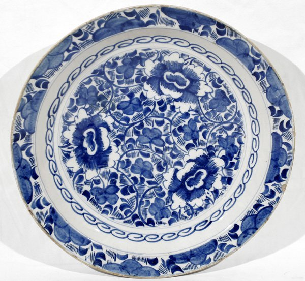 020200: CHINESE BLUE & WHITE PORCELAIN CHARGER, 18TH C
