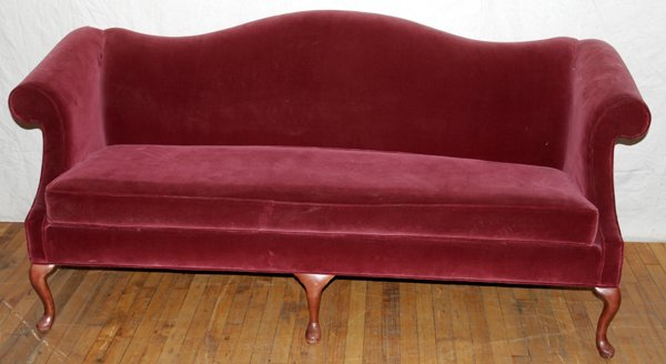 021012: HICKORY CHAIR, QUEEN ANNE STYLE CAMELBACK SOFA