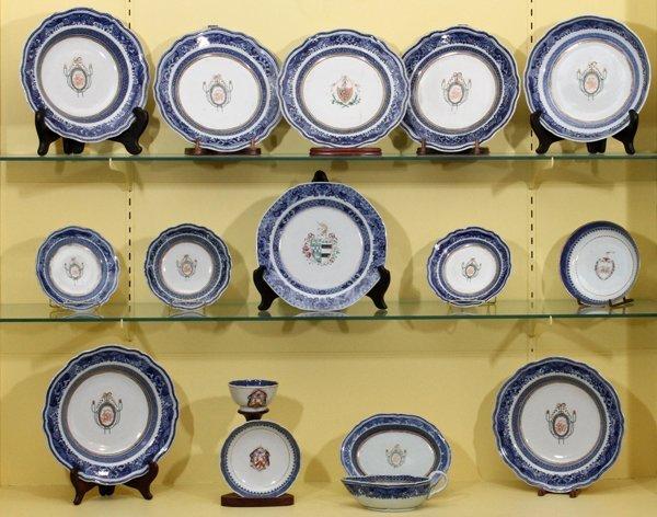 CHINESE BLUE FITZHUGH ARMORIAL PORCELAIN TABLEWARE