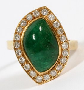 18 Kt Yellow Gold & Emerald And Diamond Ring Size 8