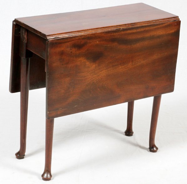 QUEEN ANNE STYLE MAHOGANY GATE-LEG TABLE
