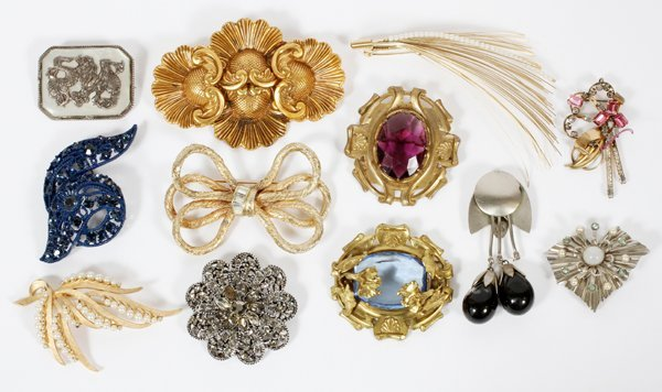 COSTUME JEWELRY PINS & BROOCHES TWELVE PIECES