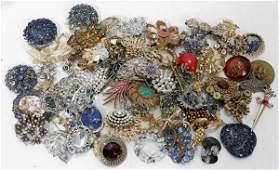 040574 COSTUME JEWELRY MOSTLY NECKLACES 40 PCS