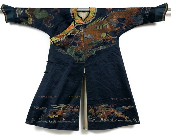 CHINESE EMBROIDERED SILK ROBE EARLY 20TH C.