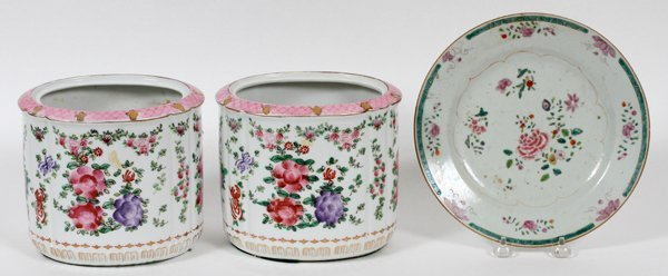 JAPANESE & CHINESE PORCELAIN PAIR OF JARS & PLATE