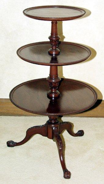 "051014: GEORGIAN STYLE MAHOGANY TABLE, C 1940, H 45"""