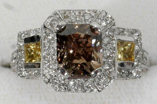 051023: GOLD, 2.4CT CHAMPAGNE DIAMOND & SAPPHIRE RING