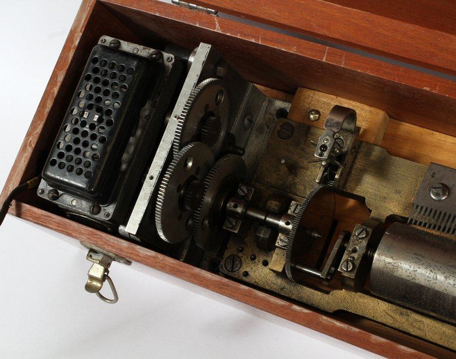 GERMAN FRUITWOOD INLAY MUSIC BOX - 3