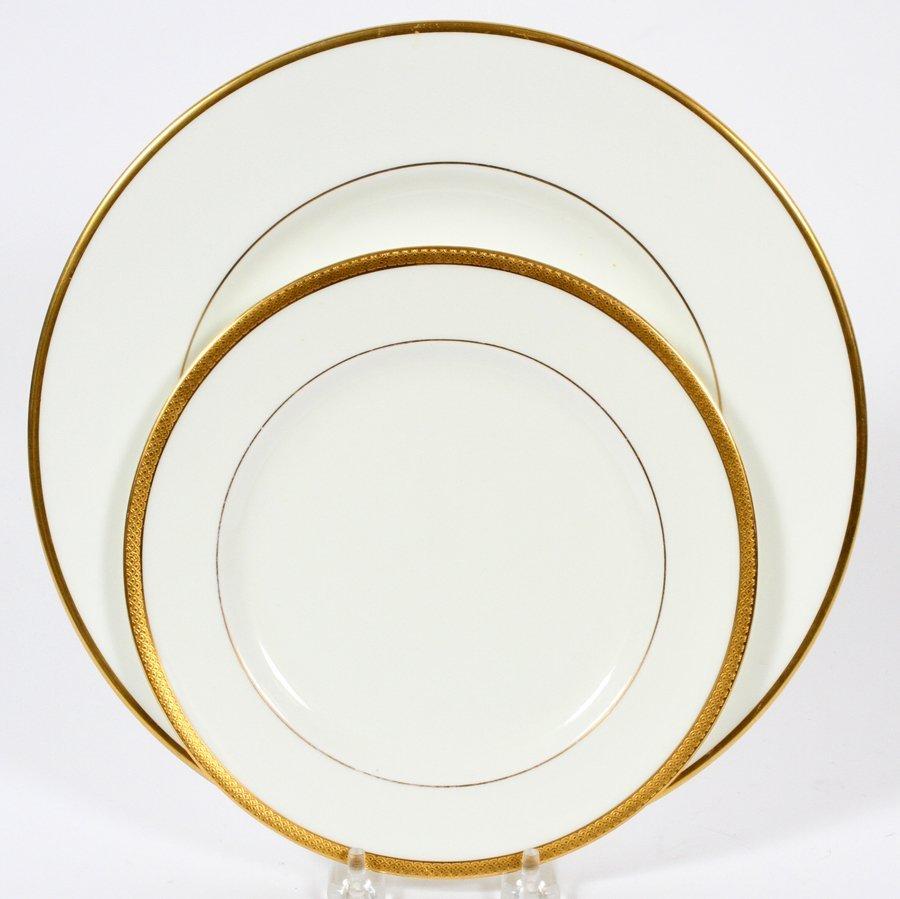 WEDGWOOD PLATES ALONG W/ ROYAL DOULTON PLATES