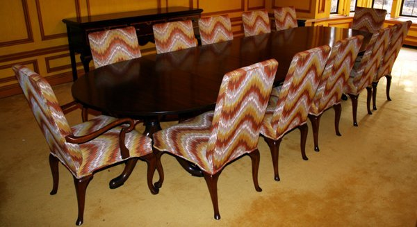 060002: KITTINGER MAHOGANY DINING TABLE &  BAKER CHAIRS