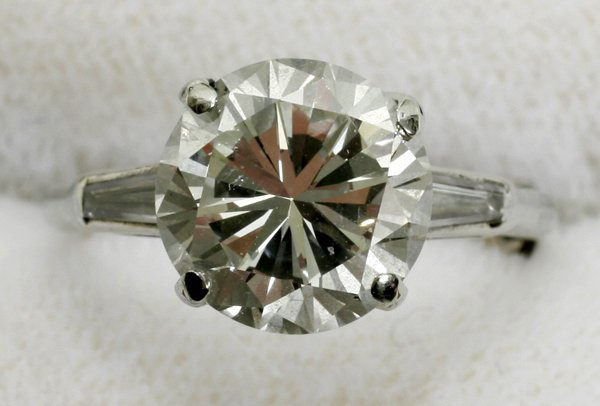 070013: 14KT GOLD LADY'S ROUND DIAMOND RING, 3.50 CT.