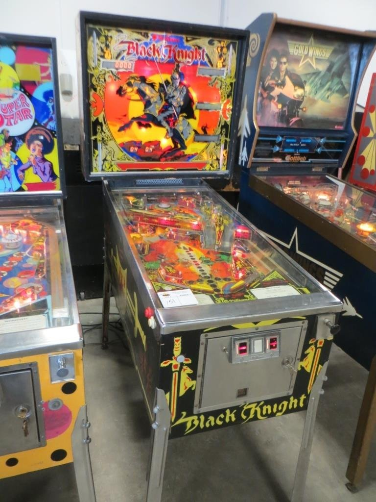 WILLIAMS BLACK KNIGHT PINBALL