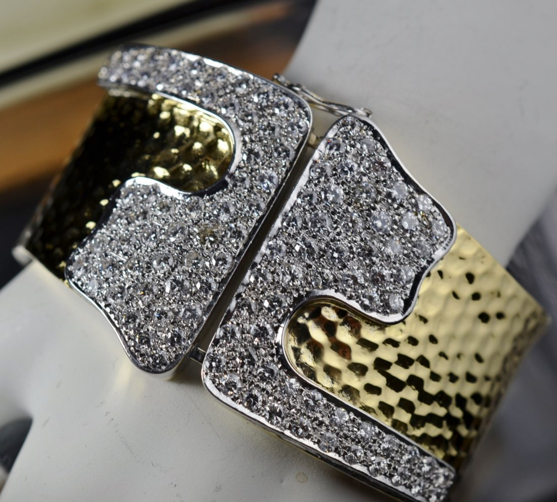 5.37 Crts t.w. Diamond Large Bangle Solid 18K Gold
