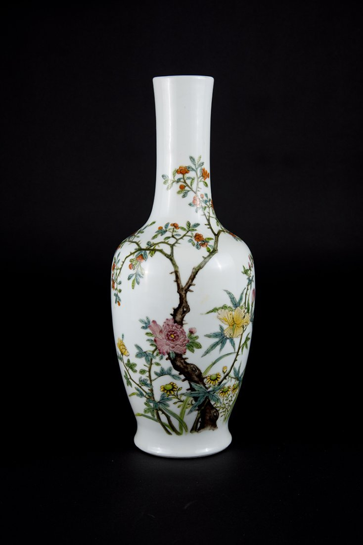 Hongxian, Famille-rose Floral Vase