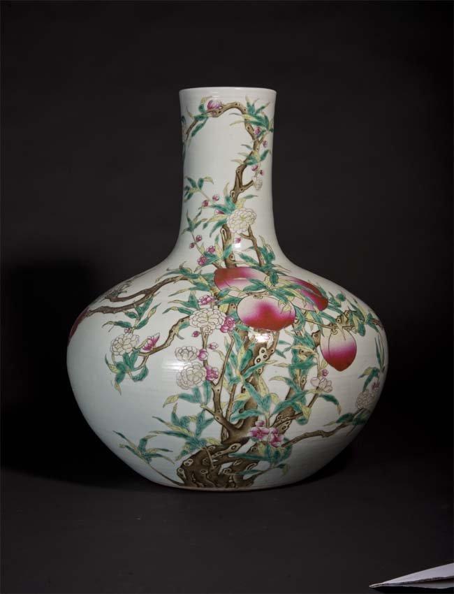 Famille-Rose Nine Peach Globular Vase 清光