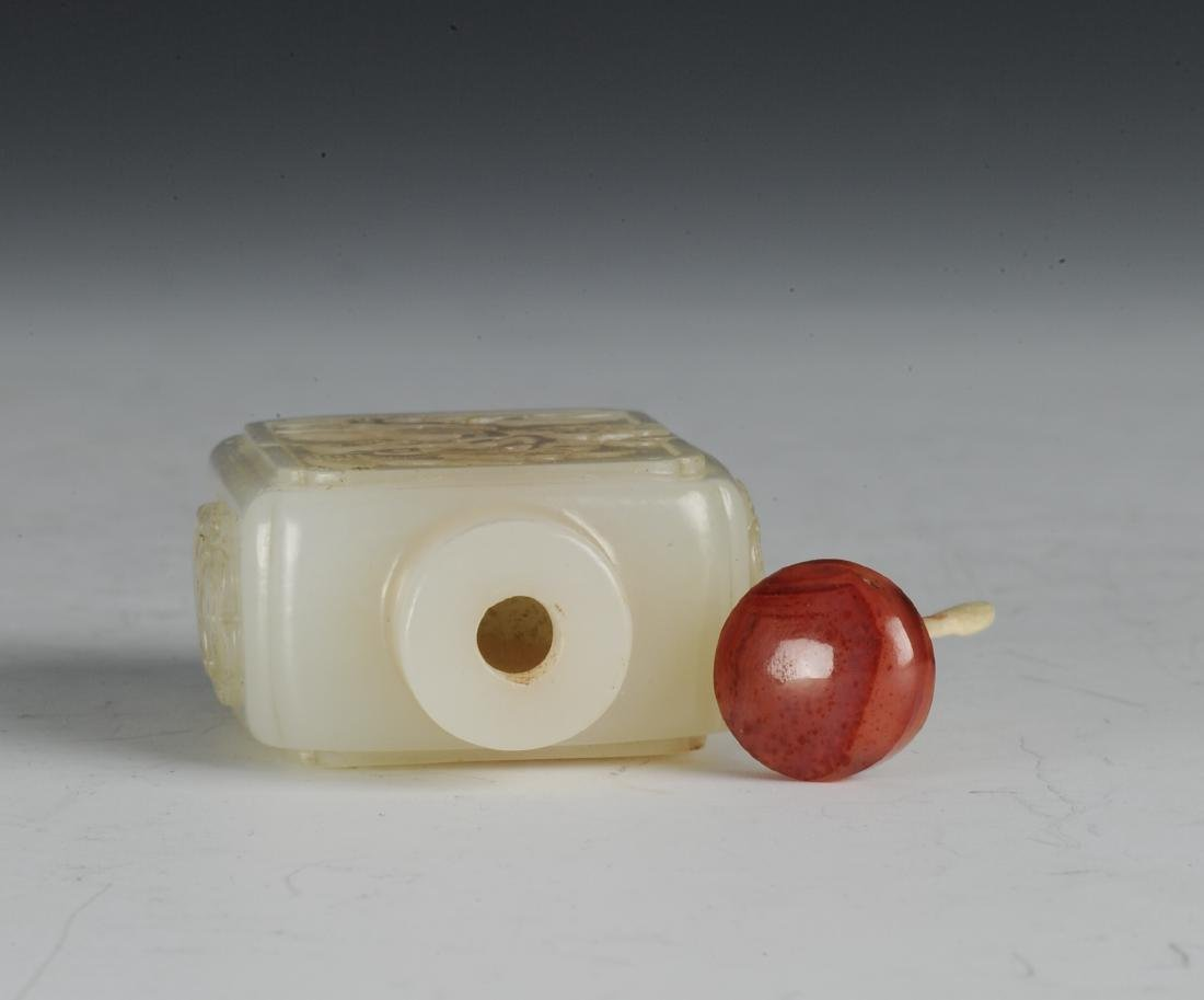 Square White Jade Snuff Bottle, 18th-19th Century - 5