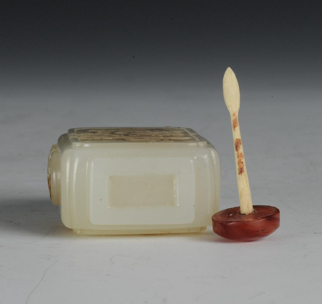Square White Jade Snuff Bottle, 18th-19th Century - 6