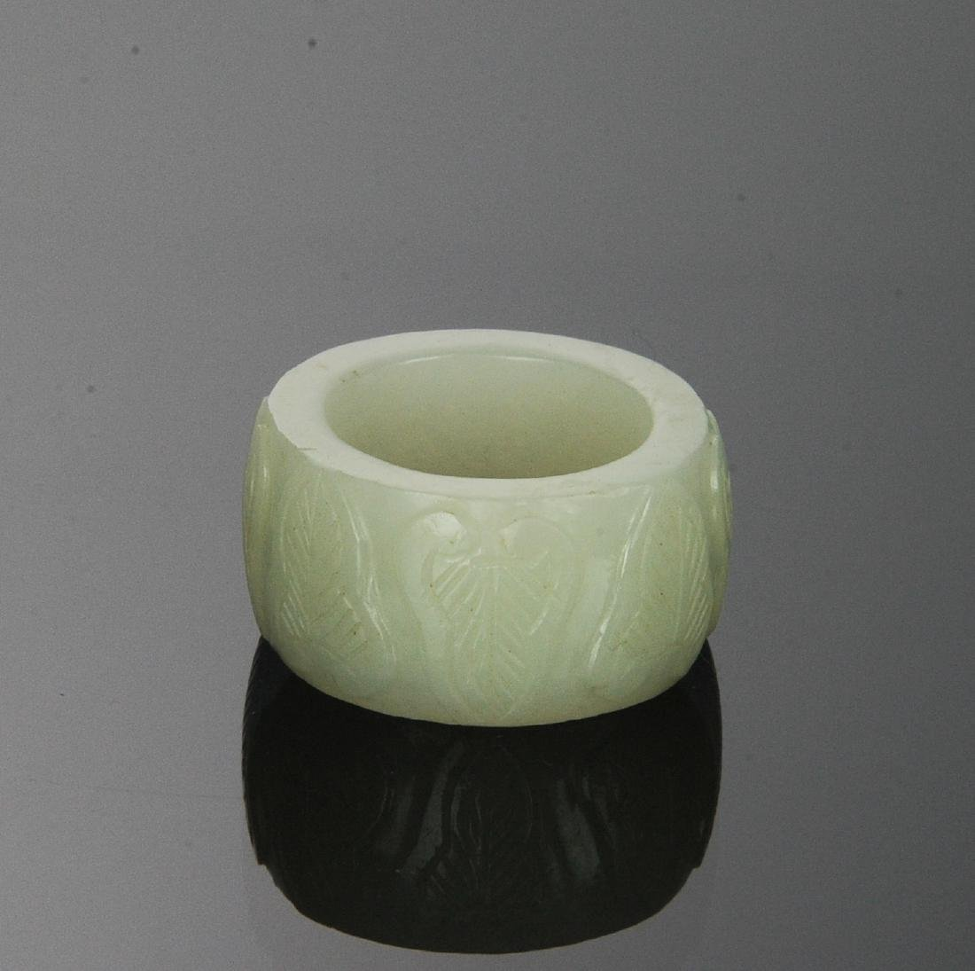 Carved White Jade Ring, 18th Century - 2