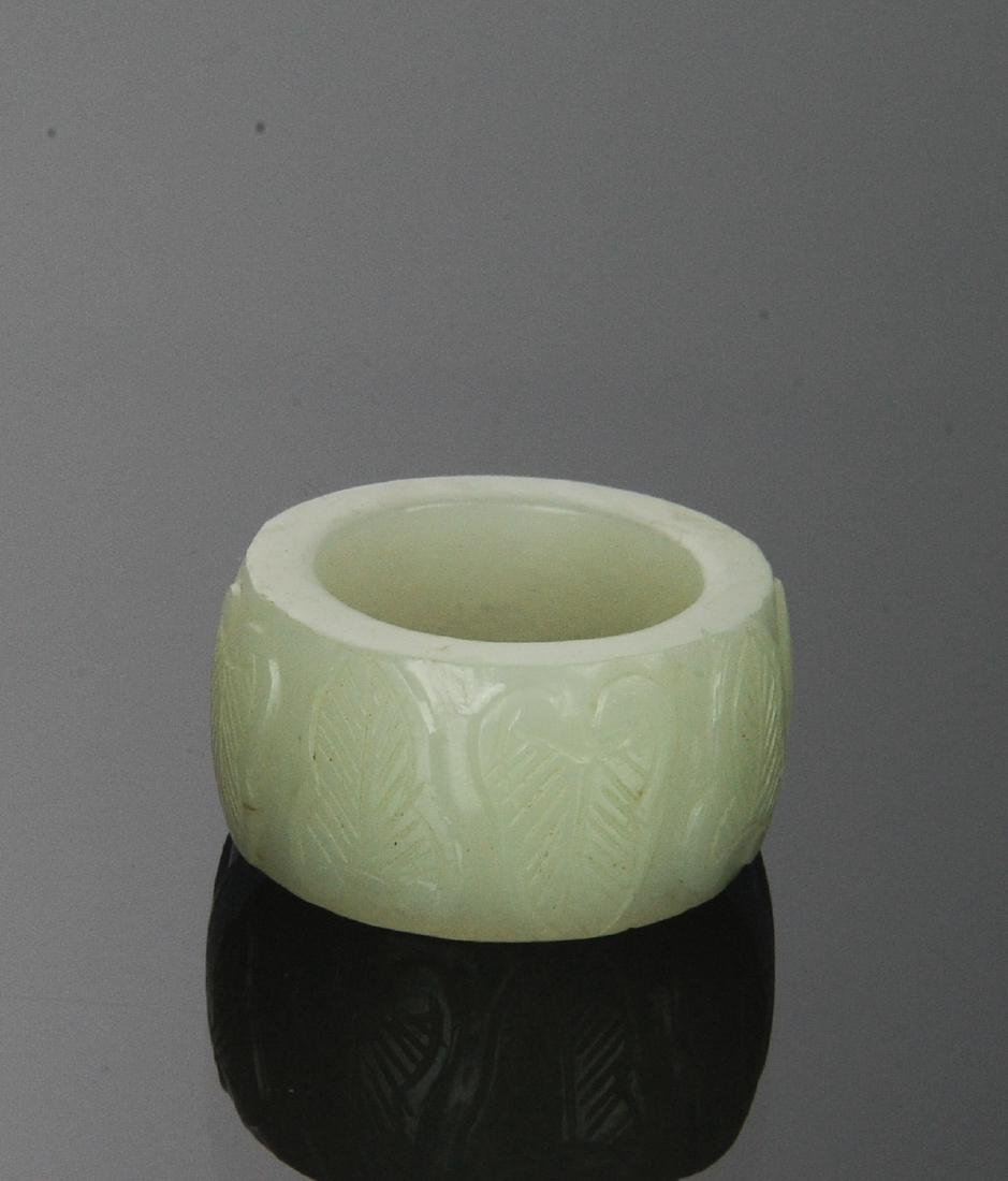 Carved White Jade Ring, 18th Century - 3