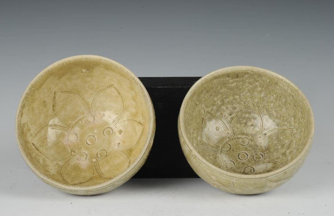 Two Carved Yue Glaze Celadon Bowls, Eastern Jin Dynasty - 5