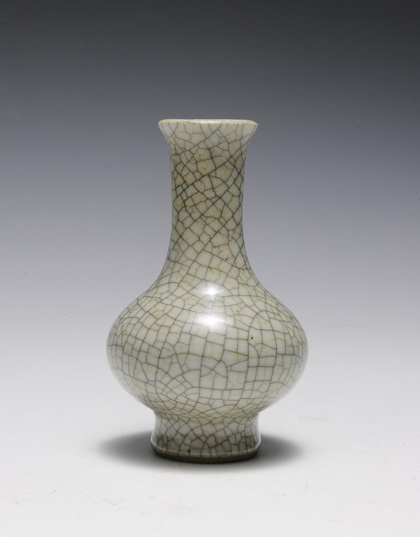 Ge Glaze Vase, 18th Century