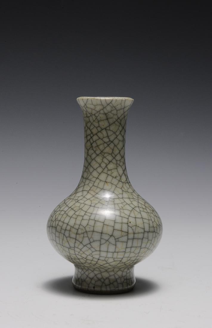Ge Glaze Vase, 18th Century - 2