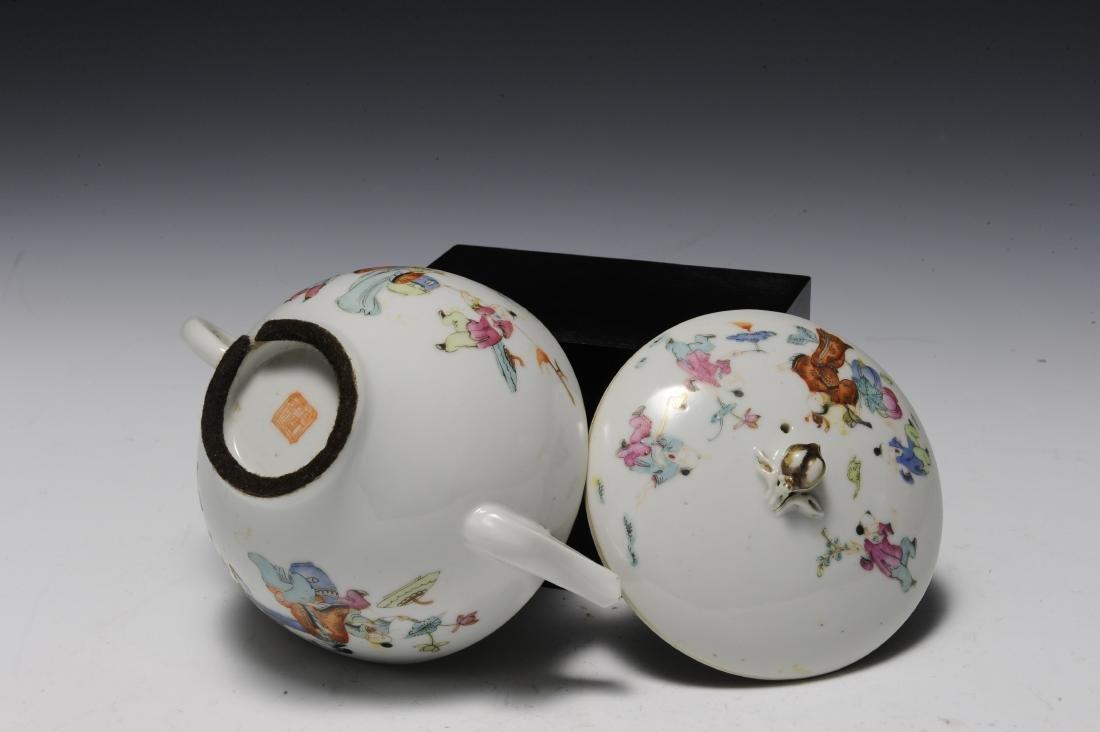 Three Porcelain Items, 18th - 19th Century - 9