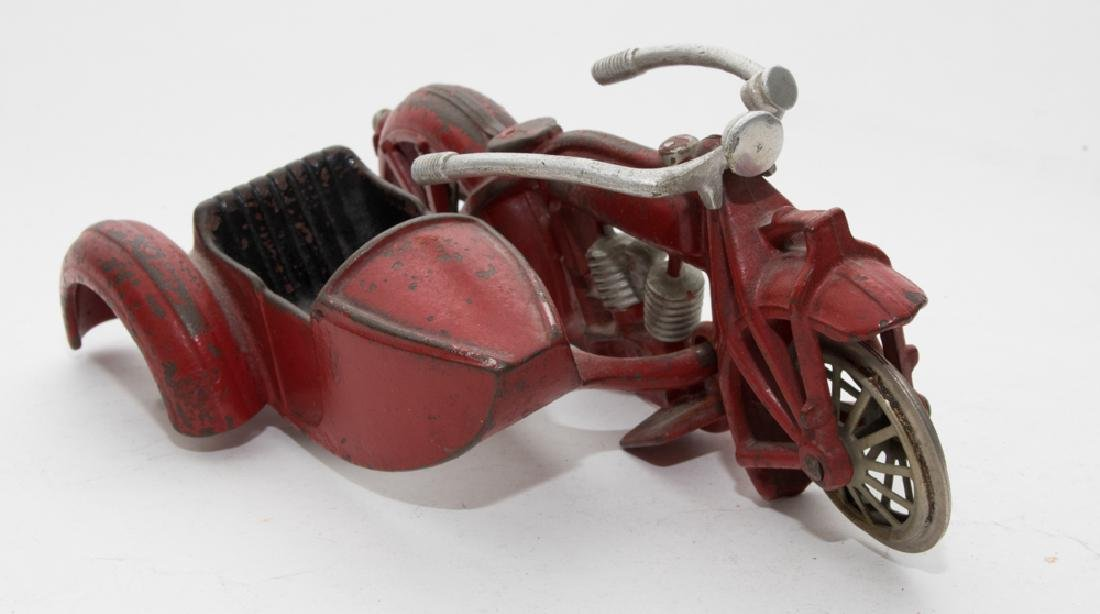 Hubley Cast-Iron Indian Motorcycle - 2