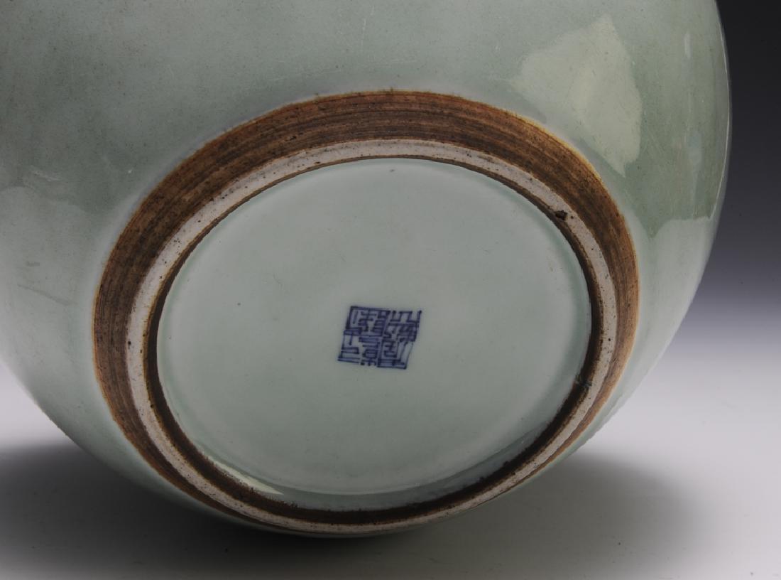 Chinese Celadon Glazed Jar, 18th Century - 5