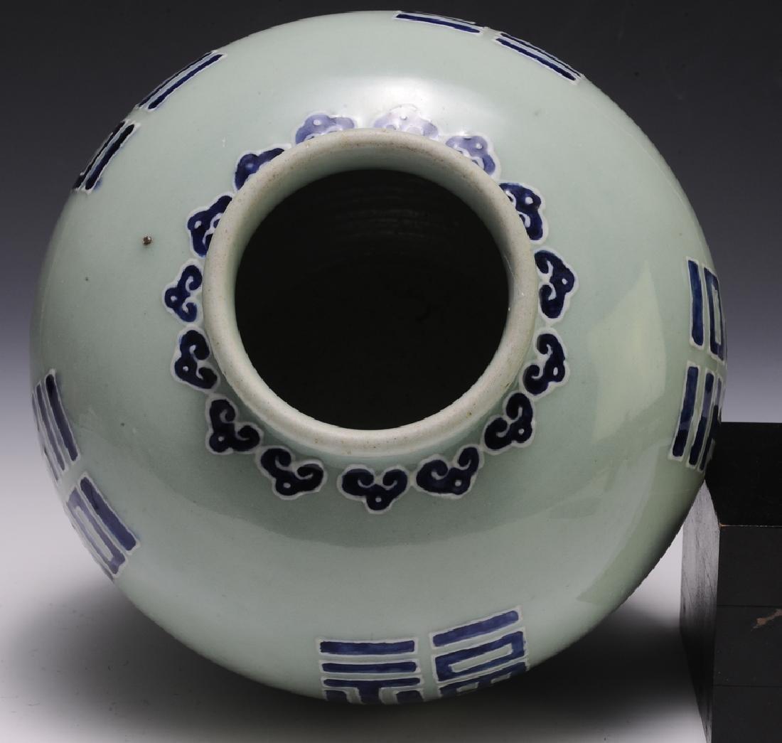 Chinese Celadon Glazed Jar, 18th Century - 7