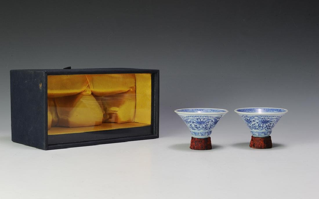 Pair of Chinese Blue & White Cups w/ Box, 18th C