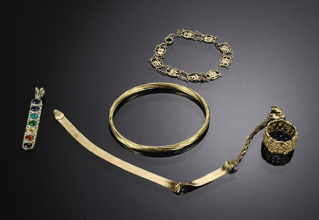 A Lot of 14K Gold Jewelry