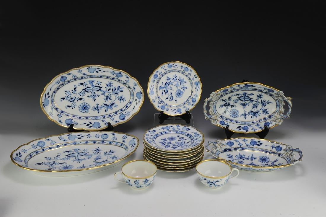 Lot of Meissen Blue Onion Dinnerware (49) - 2