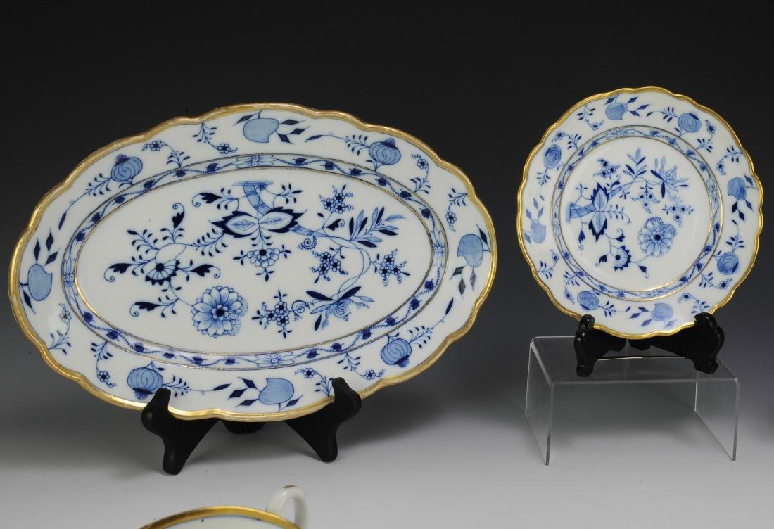 Lot of Meissen Blue Onion Dinnerware (49) - 3