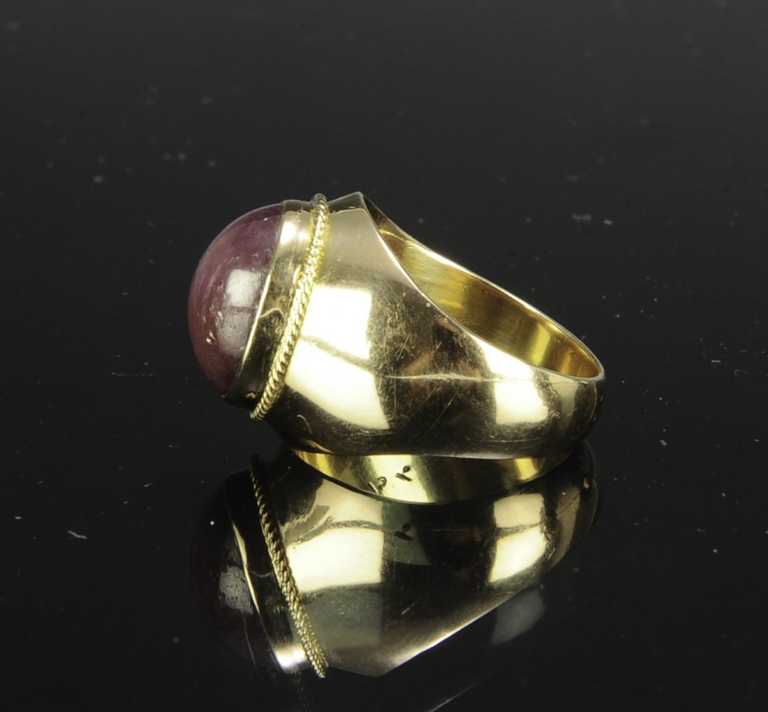 An 18K Gold and Natural Star Ruby Ring - 4