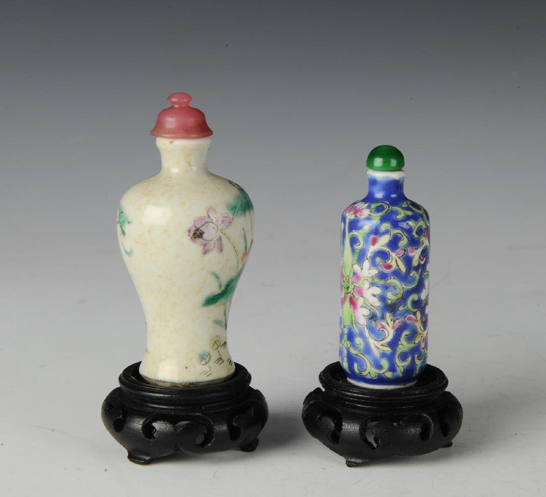 Two Chinese Famille Rose Snuff Bottles, 19th C - 2