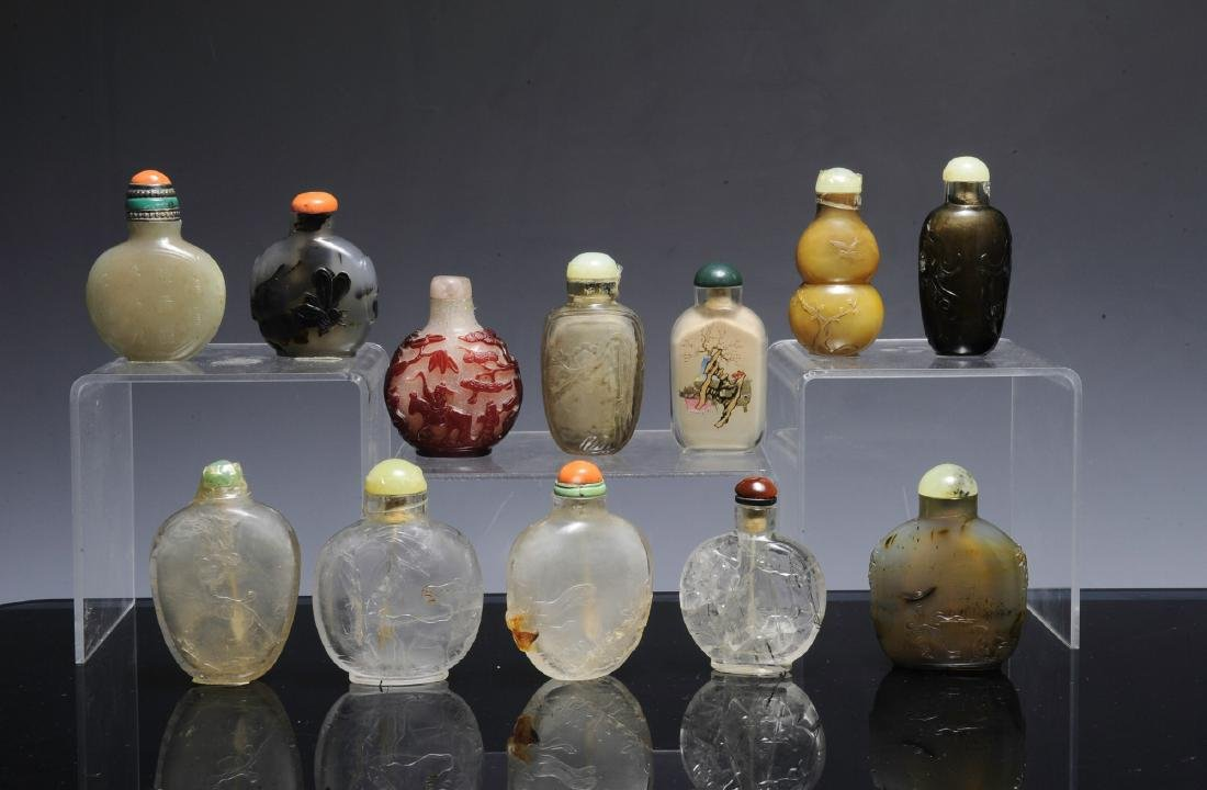 Group of 12 Chinese Snuff Bottles, 18th - 19th C - 2
