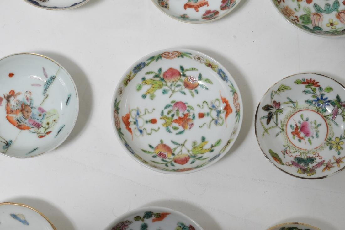 18 Small Chinese Porcelain Dishes, 19th C - 2