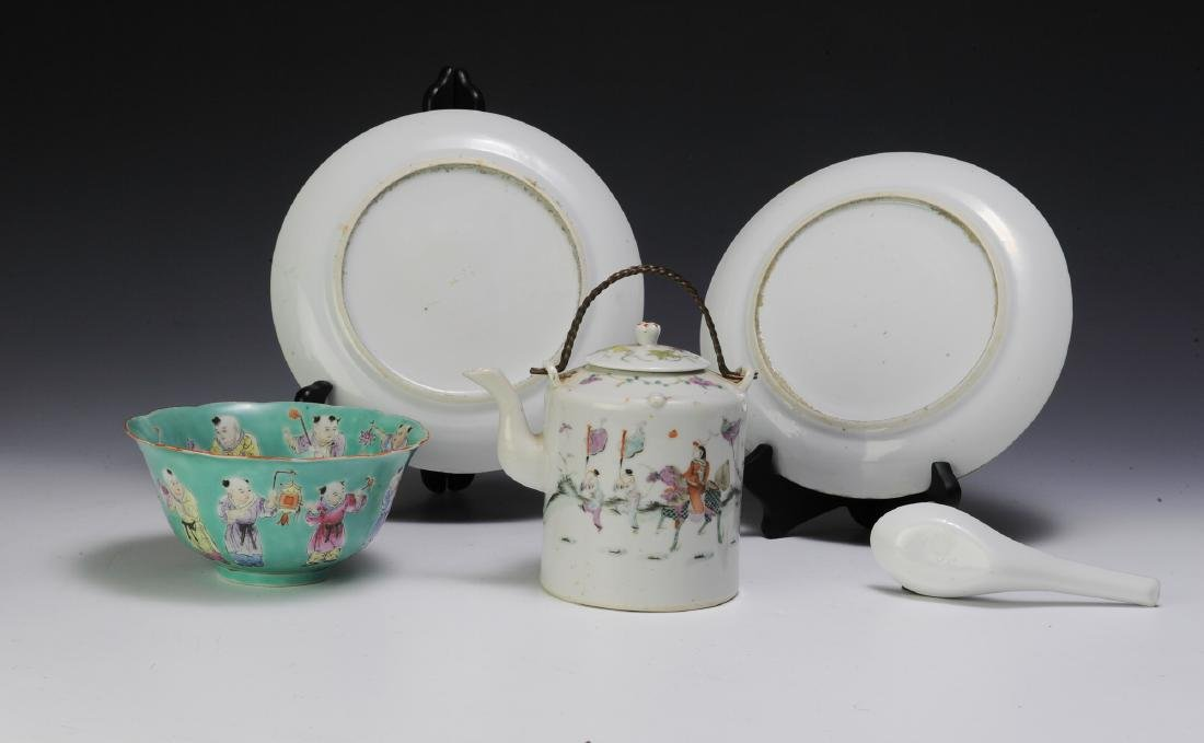 Chinese Teapot & 4 Pieces of Porcelain, 19th - 20th C - 3