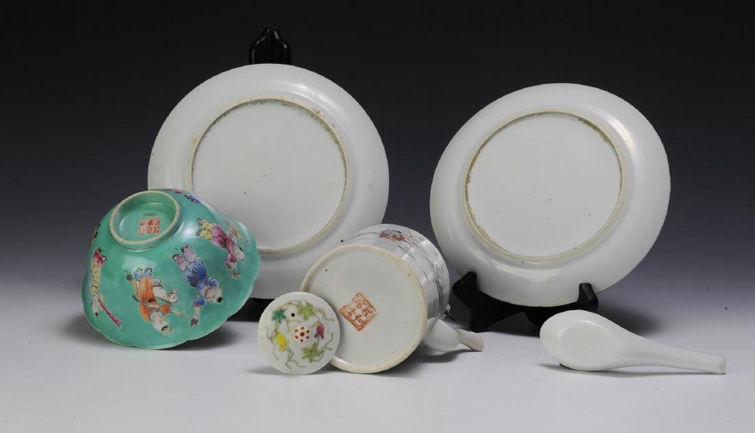 Chinese Teapot & 4 Pieces of Porcelain, 19th - 20th C - 5