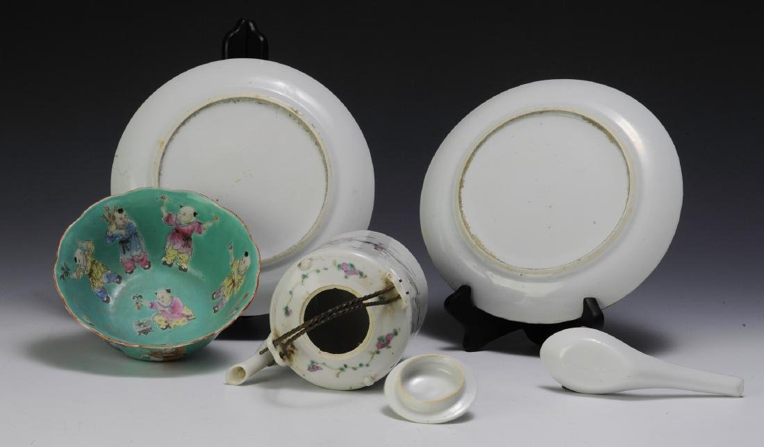 Chinese Teapot & 4 Pieces of Porcelain, 19th - 20th C - 6