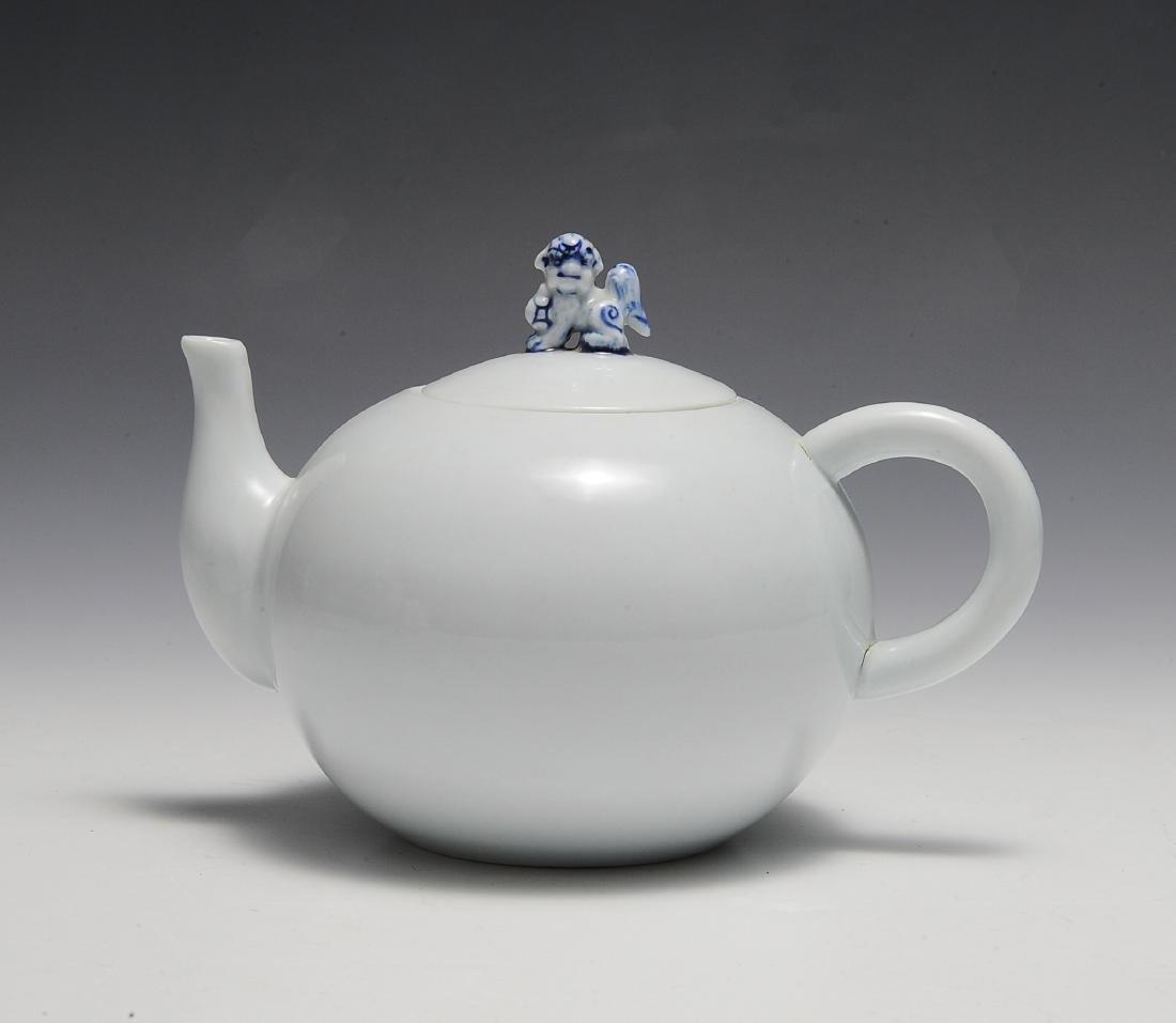 White Chinese Teapot w/ Guardian Lion Finial