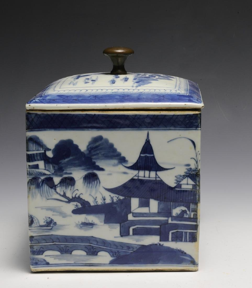 Chinese Blue & White Porcelain Box, 19th  Century - 2
